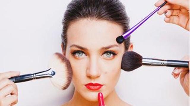 Learn From Professional Makeup Artists to Create the Attractive Makeup Look